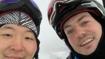 ტომ დუანი იაპონიის მთებში სრიალებს